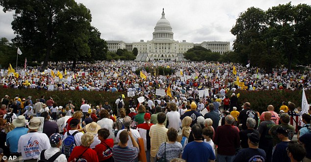 demonstration-against-obamas-spending-01