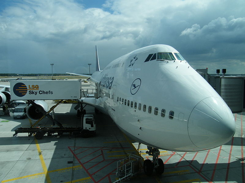 boeing_747_of_lufthansa_at_frankfurt_airport