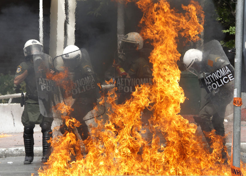 greek-police-hit-by-molotov-cocktail
