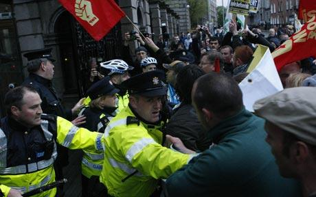 protesters-attempt-to-storm-irish-parliament