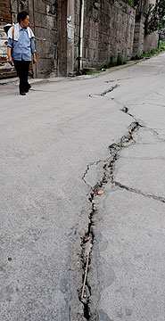 roads-are-cracked-in-the-huang-gu-po-district-of-badong-on-the-lower-reaches-of-the-three-gorges-dam