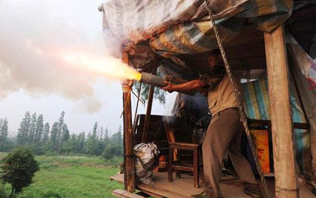 chinese-farmer-declares-war-on-property-developers-with-homemade-wheelbarrow-cannon