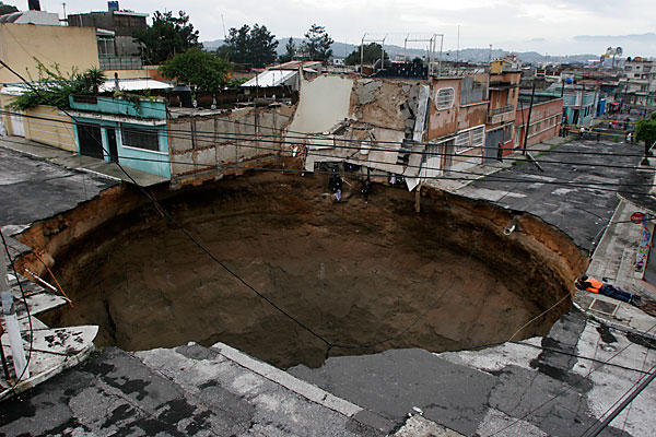 giant-sinkhole-in-guatemala