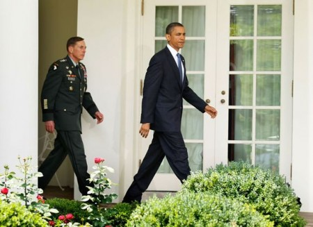 president-barack-obama-and-commander-of-us-central-command-gen-david-petraeus
