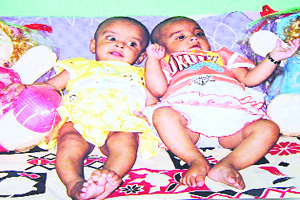 twins-die-minutes-after-measles-vaccination_avika_and_anika