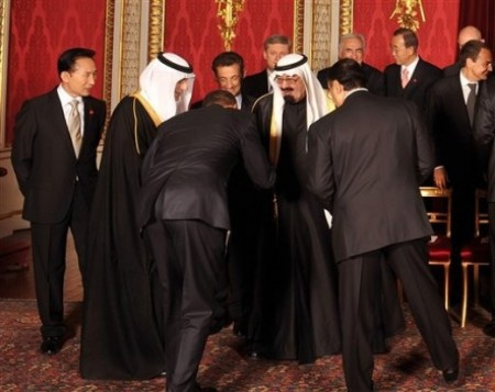 Obama-bows-to-Saudi-King
