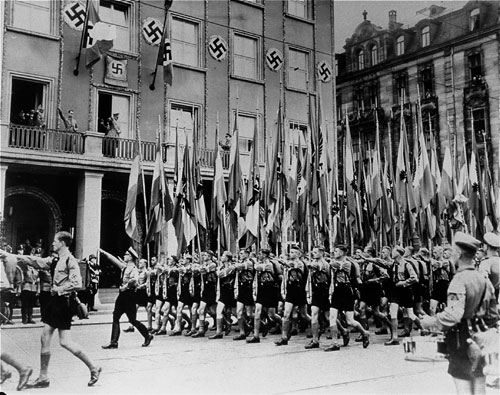 hitler-viewing-hitler-youth