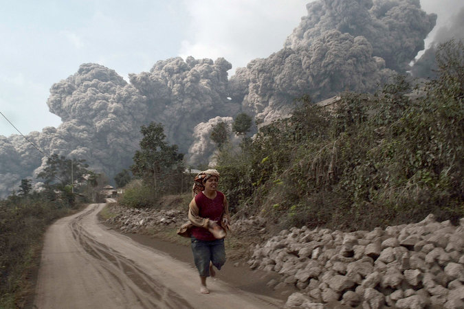Major Volcanic Eruption Kills at Least 14 in Indonesia