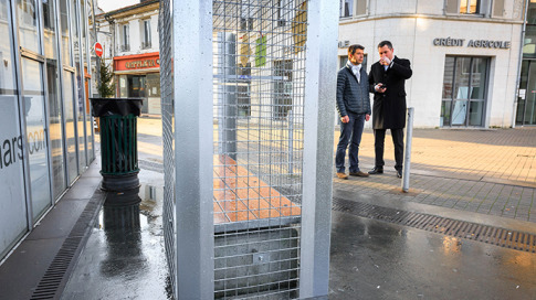 Wire grid has been placed around a public bench to prevent homeless from drinking alcohol and sleeping on it, on December 25, 2014 in Angouleme, southwestern France