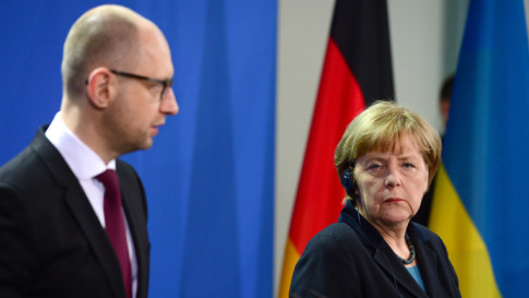 German Chancellor Angela Merkel (R) and Ukrainian Prime Minister Arseniy Yatsenyuk (L)