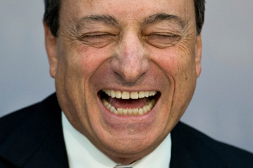 Mario-Draghi-laughing
