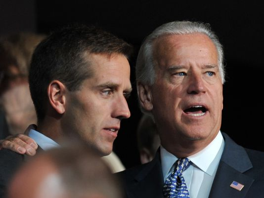 Joe Biden (R) and his son Beau Biden (L)