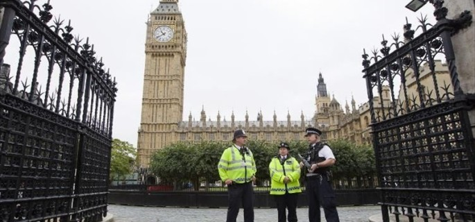 Police-officers-stand-guard-outside-the-Houses-of-Parliament-in-central-London-on-Sept_-26-2014