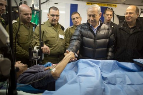israeli-prime-minister-benjamin-netanyahu-next-to-a-wounded-mercenary-israeli-military-field-hospital-at-the-occupied-golan-heights-border-with-syria-18-february-2014