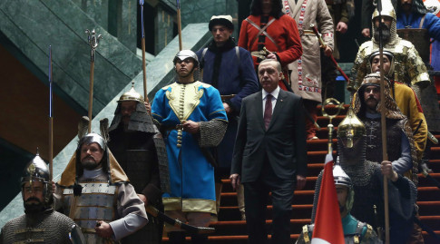 Erdogan walks down the stairs in between soldiers, wearing traditional army uniforms from the Ottoman Empire