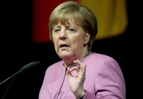 Angela-Merkel-666-hand-sign