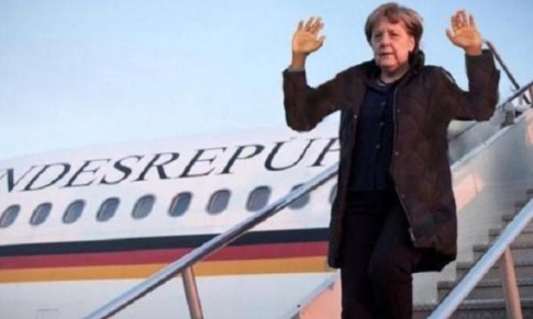 Merkel arriving in Turkey