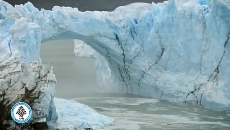 Perito_Moreno_ice-bridge