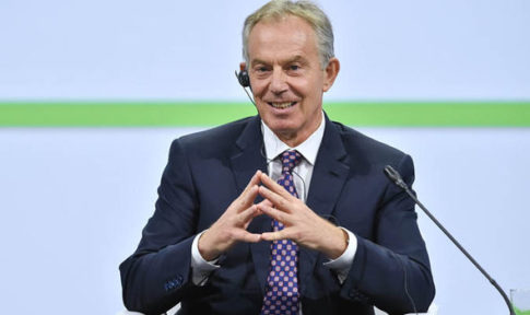Tony-Blair-hand-sign