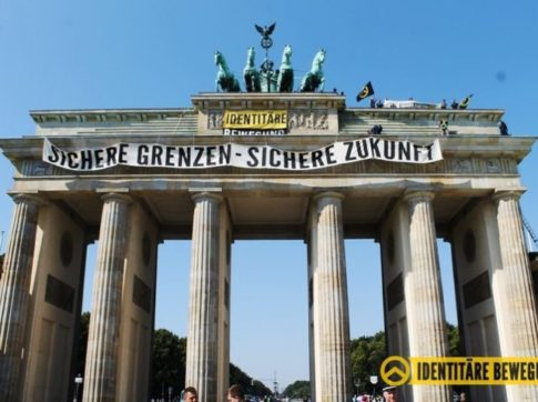 Identitarians Occupy Brandenburg Gate, Slam Chancellor Merkel