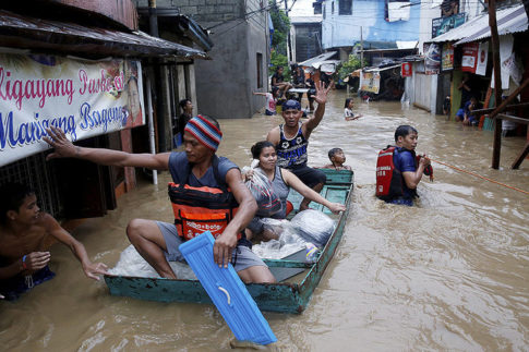 Monsoon rains batter Philippines-2