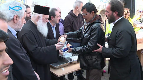 archbishop-hieronymus-of-athens-and-all-greece-is-pictured-distributing-food-to-migrants-at-the-port-of-piraeus
