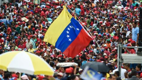 supporters-of-venezuelan-president-nicolas-maduro-attend-a-rally-in-caracas-on-october-28-2016