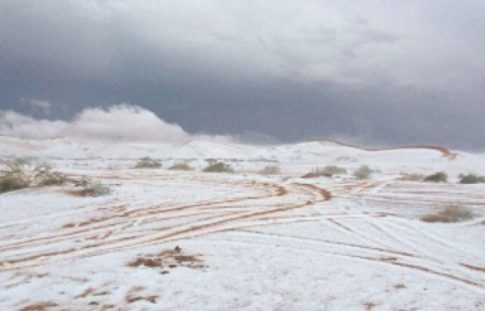 snow-covers-sand-in-saudi-regions