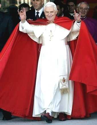 pope_ratzinger_handsign2-20-09