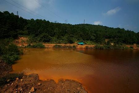 china-contaminated-lake