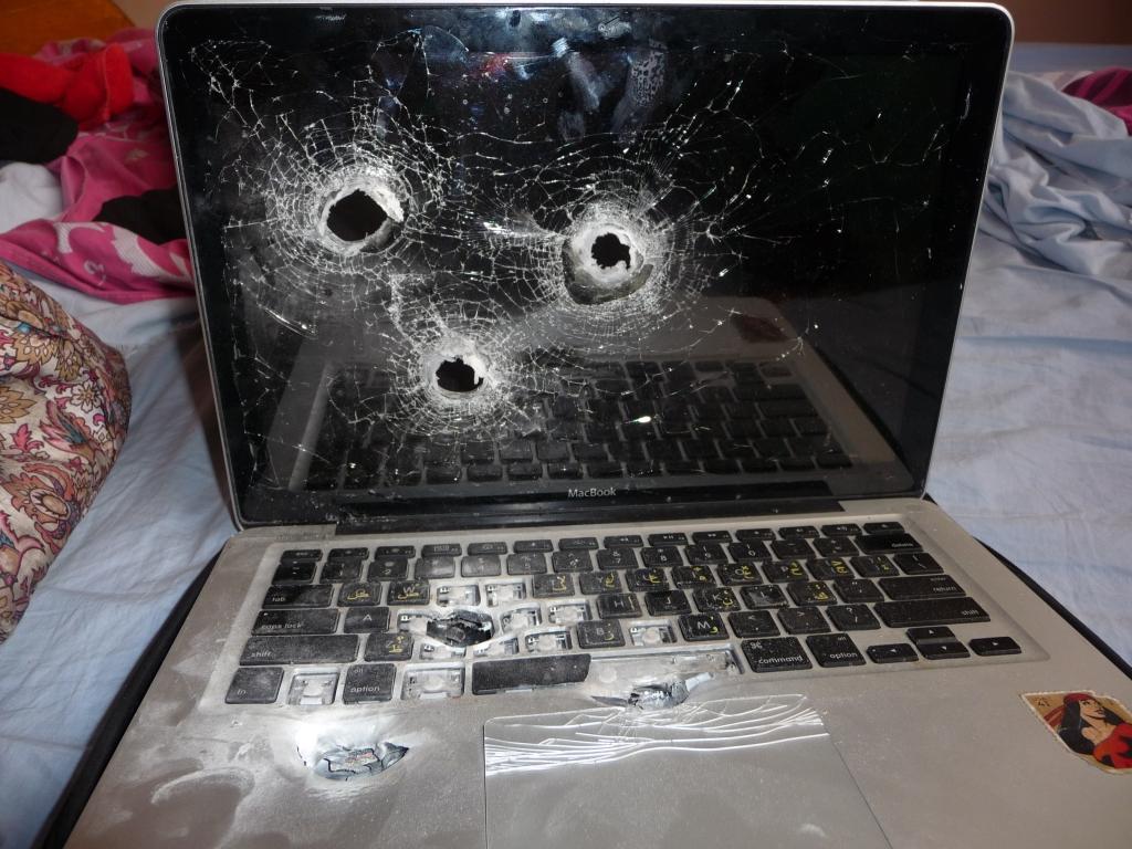 israeli-border-police-kills-laptop