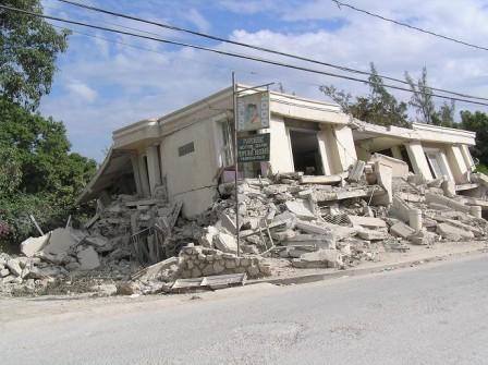 haiti_collapsed_home_002