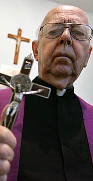don-gabriele-amorth-is-the-chief-exorcist-at-the-vatican