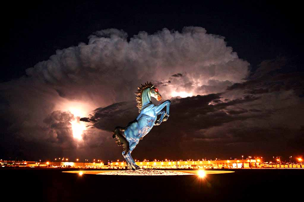 denver-airport-blue-mustang