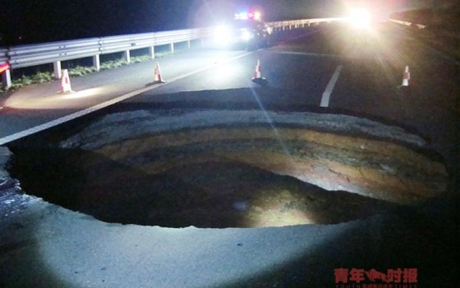 sinkholes-in-china_01