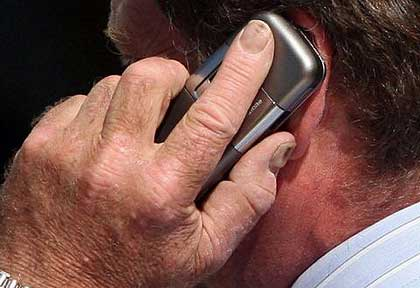 mobile-phone-use-linked-to-tinnitus
