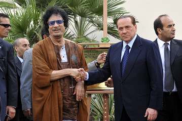 Gaddafi-and-Berlusconi, Masonic-Handshake