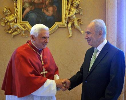 Pope-Benedict-XVI-Peres-Masonic-Handshake