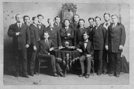 Skull-And-Bones-Freemason-Hidden-Hand