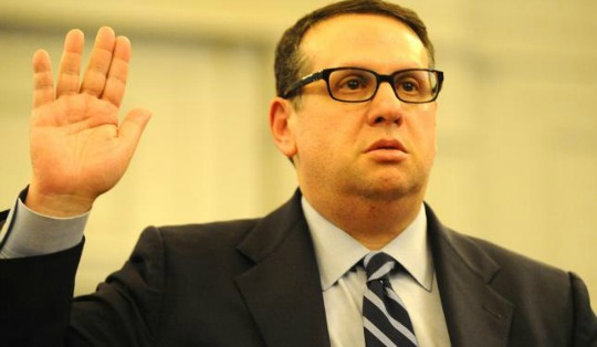 Former Port Authority executive David Wildstein takes the oath before an Assembly panel