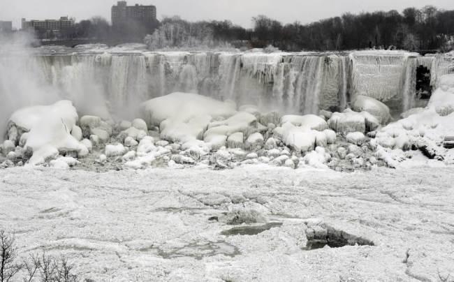 Niagara Falls Frozen-2