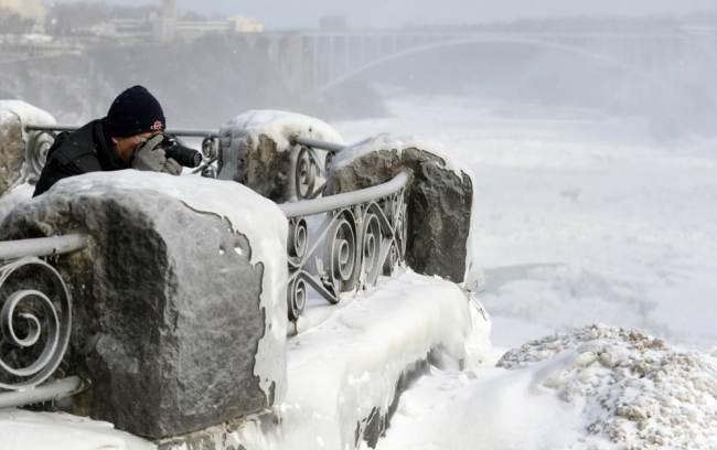 Niagara Falls Frozen-4