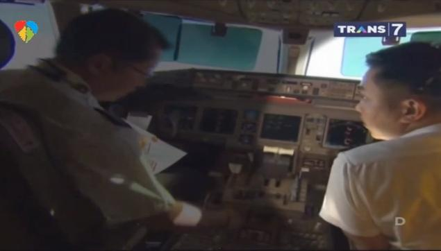 Malaysia Airlines pilot Fariq Abdul Hamid Malaysian (right) was filmed training during a report by CNN