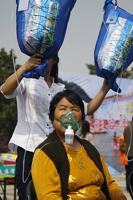 Bags of Mountain Air Offered in Smog-Addled Chinese City-2
