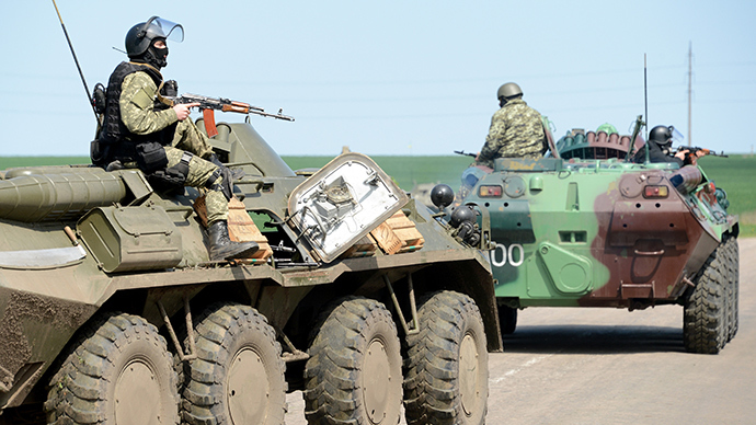Ukrainian special forces take position in the eastern Ukrainian city of Slavyansk on April 24, 2014