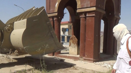 ISIS jihadists demolish mosques, shrines in northern Iraq -2