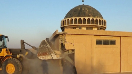 ISIS jihadists demolish mosques, shrines in northern Iraq -4