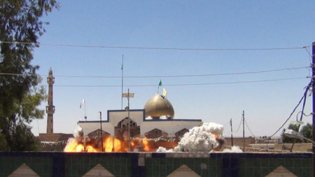 ISIS jihadists demolish mosques, shrines in northern Iraq -7