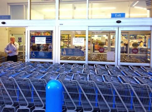 Wal-Mart-in-Ferguson-1-Photo-from-Alex-Wroblewski-on-Twitter