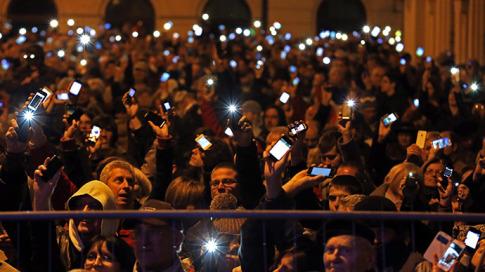 Hungarians revolt against internet tax